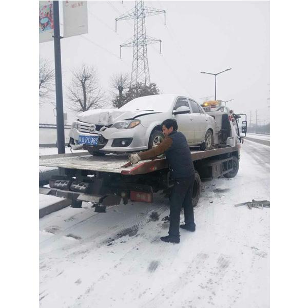 冬季救援拖车服务